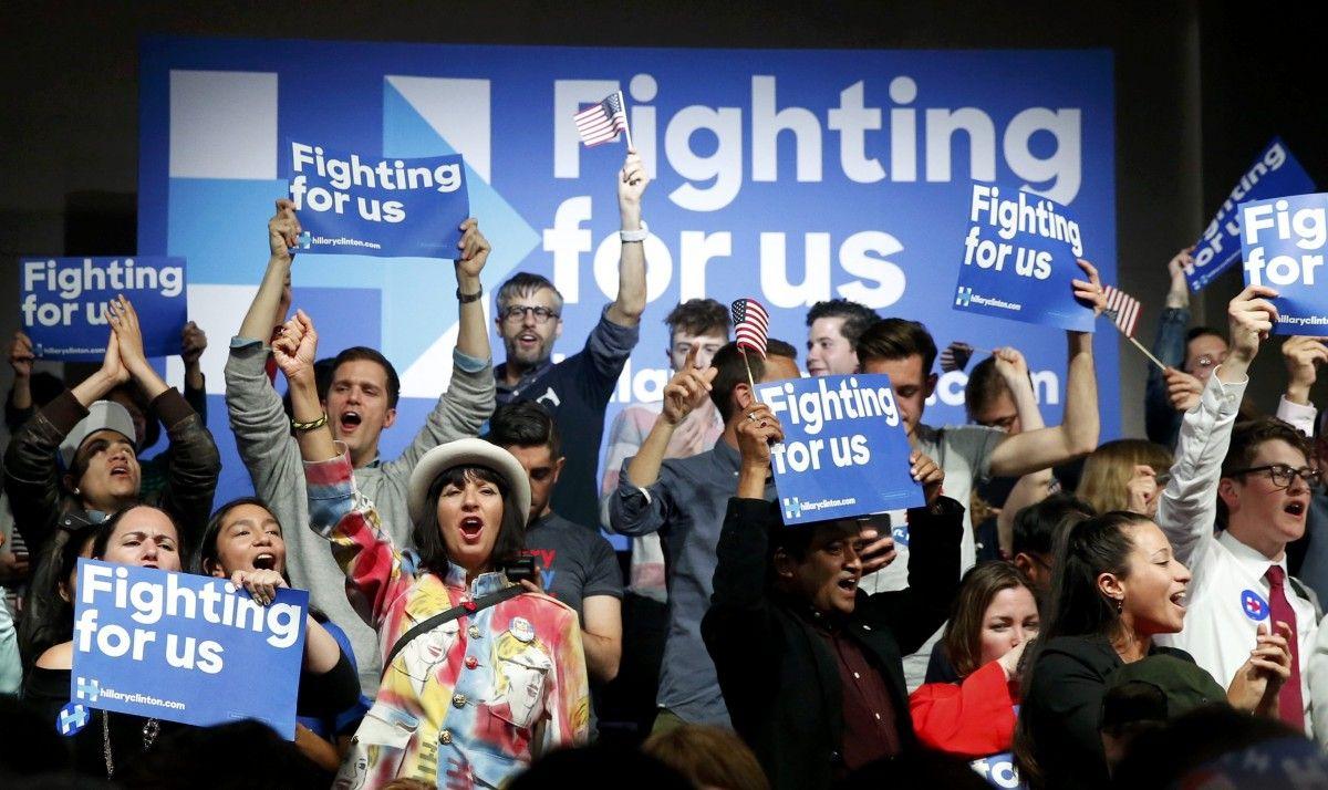 Сторонники Хиллари Клинтон в ночь праймериз в Нью-Йорке / REUTERS
