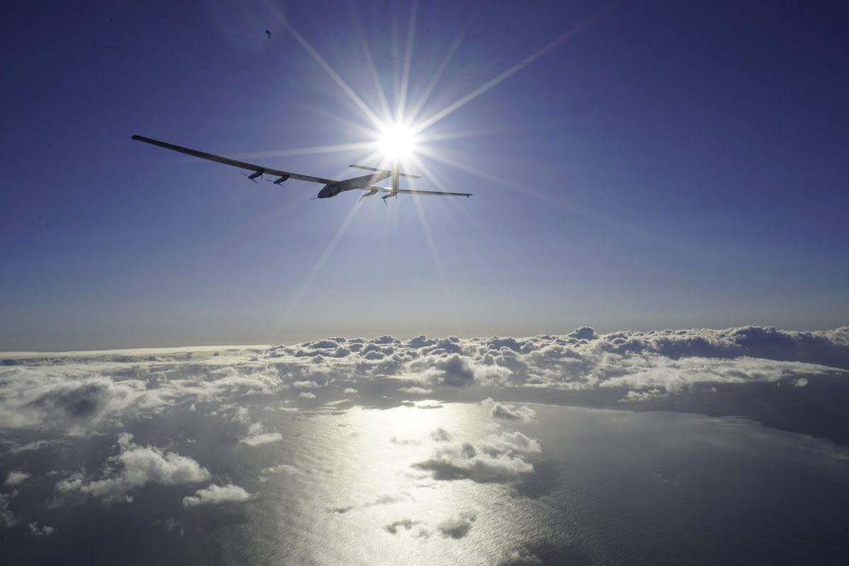Літак на сонячних батареях завершує кругосвітній політ