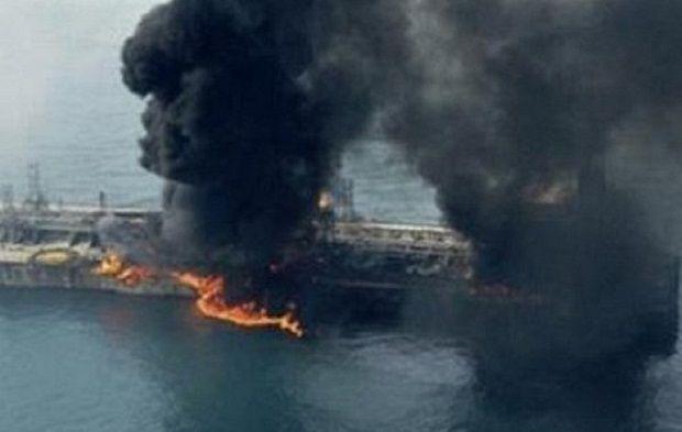танкер, пожар / twitter.com/GazetaRu