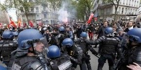 Arrests, police injuries in France labor law protests - BBC