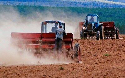 Подайте бідному фермеру на посівну title=