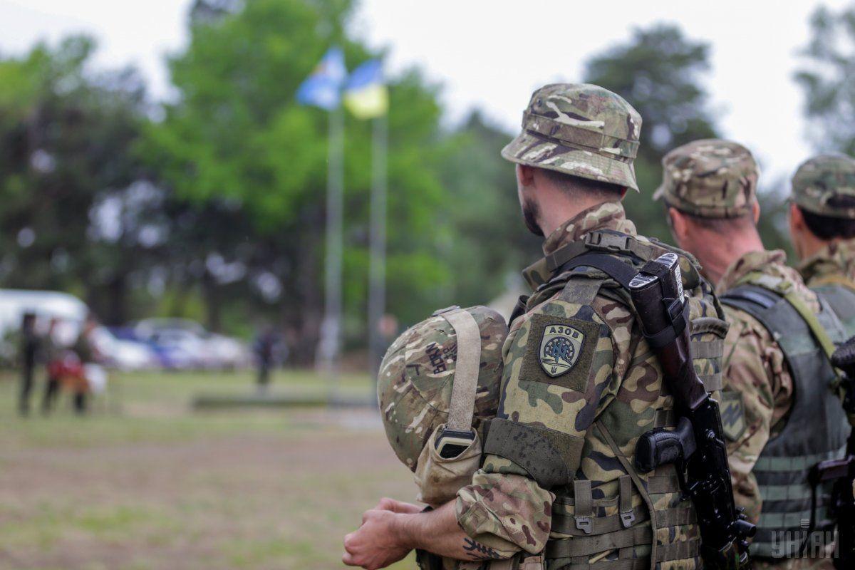 Военнослужащие во время церемонии вручения наград  / УНИАН