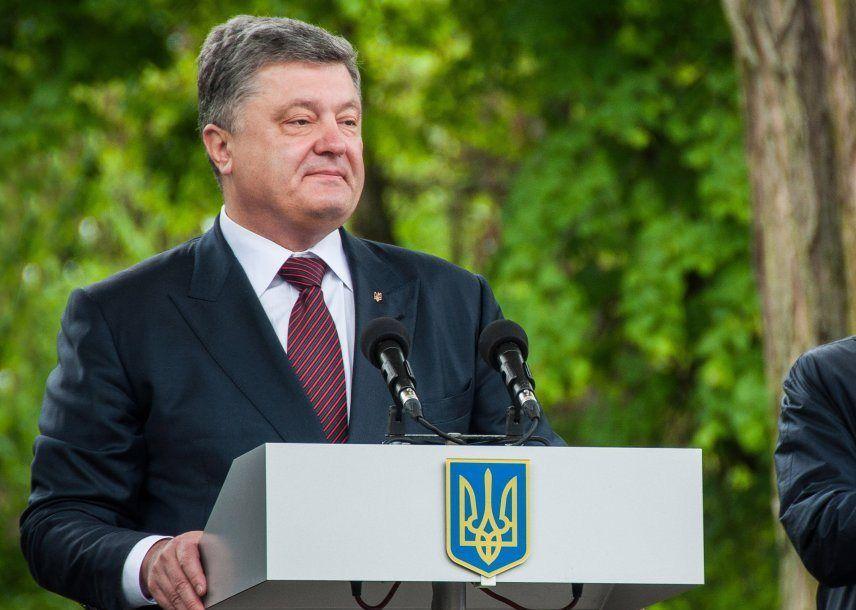 Порошенко: Ворога зупиняє духовна міць та єдність українського народу / Фото УНІАН