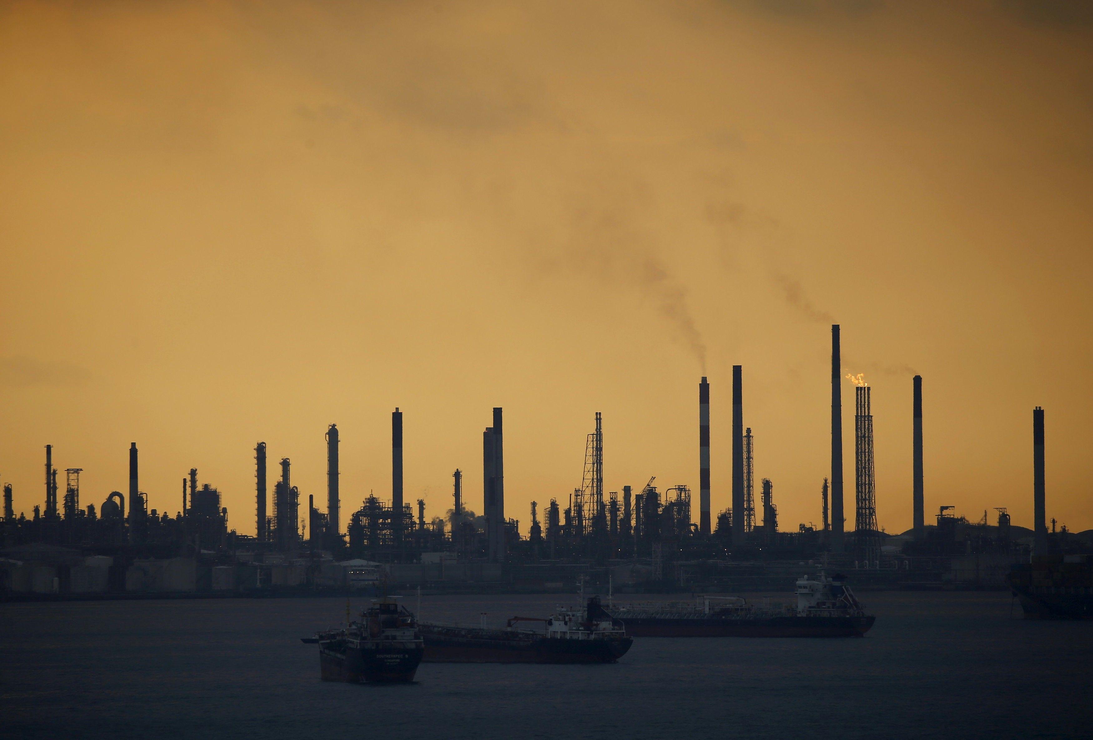 Нефть Brent торгуется наименее 44 долларов забаррель