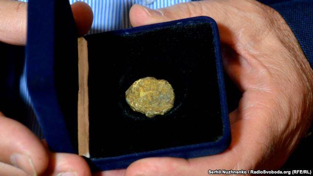 На печатці зображений двозуб, який є прототипом українського тризуба / Фото radiosvoboda.org