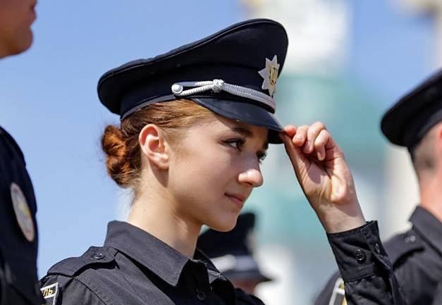 У новому патрулі нестимуть службу 70 жінок та 35 бійців АТО / Фото facebook.com/arsen.avakov