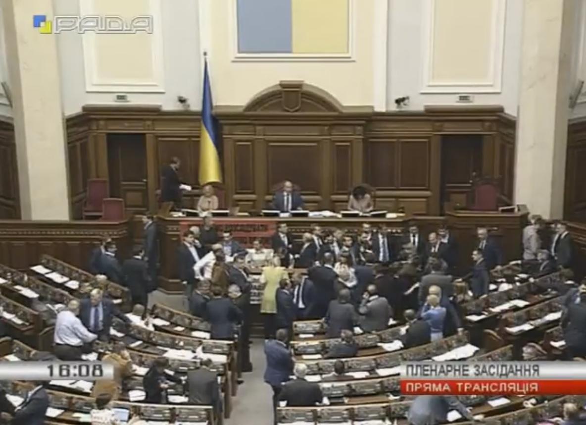 БПП намагається перешкодити блокуванню трибуни ВР фракцією Радикальної партії / канал