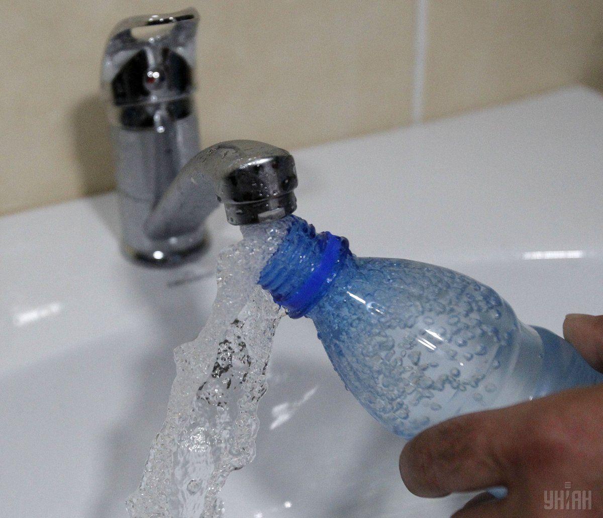 У Торецк відправили питну воду / Фото УНІАН