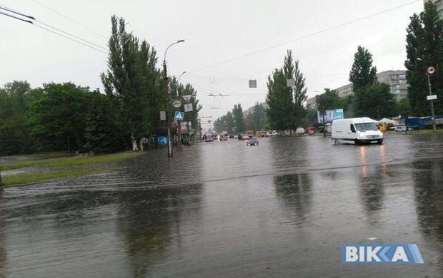 Из-за ливня в Черкассах подтоплены улицы и прекращено движение троллейбусов - Цензор.НЕТ 8337