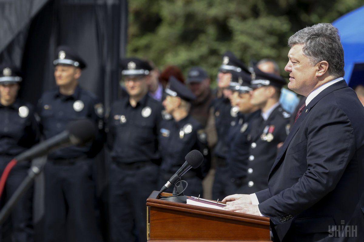 Порошенко вважає, що поліція змогла б придушити