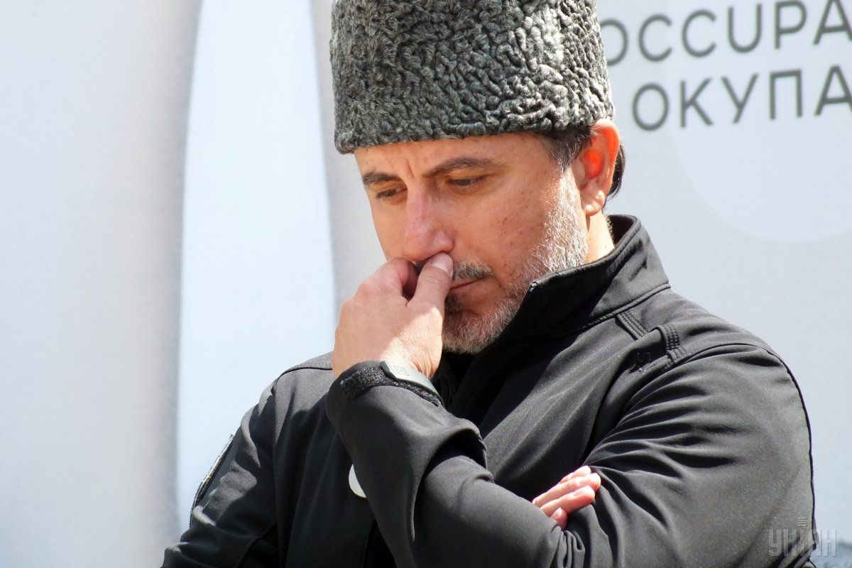 Один из инициаторов блокады Крыма Ленур Ислямов во время митинга в Геническе Херсонской области / УНИАН