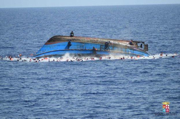 Также в другом месте это же патрульное судно подобрало 108 мигрантов