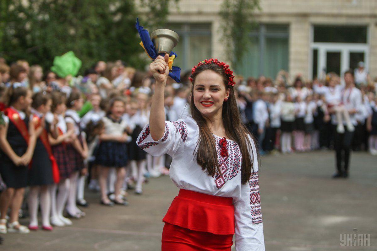 Святкування Останнього дзвоника в одній з київських шкіл / УНІАН