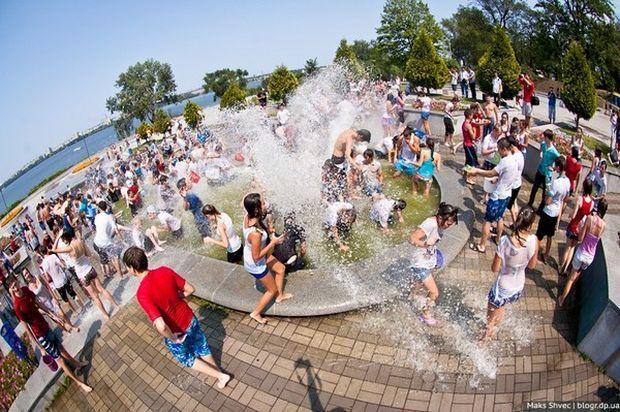 В фонтанах Днепра разрешили купаться / фото Maks Shvec/blogr.dp.ua