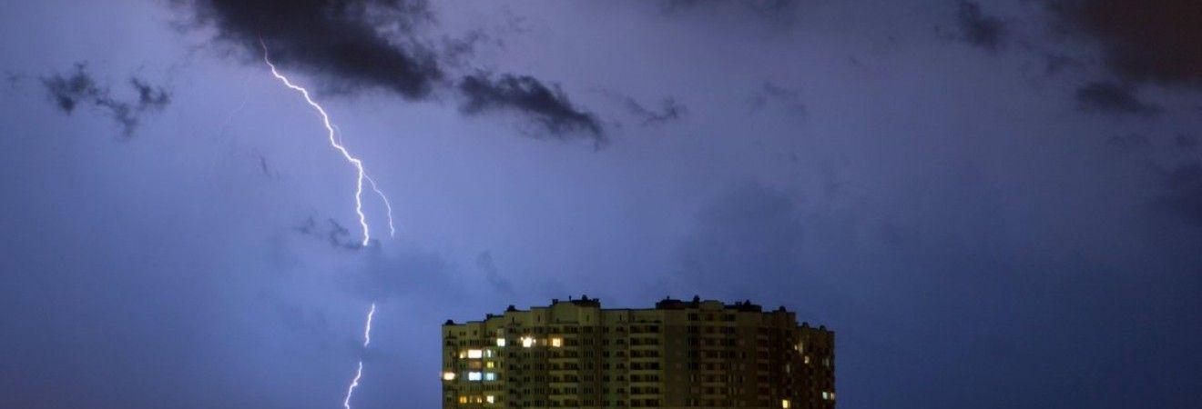 Завтра во многих регионах Украины пройдут грозовые дожди и немного похолодает