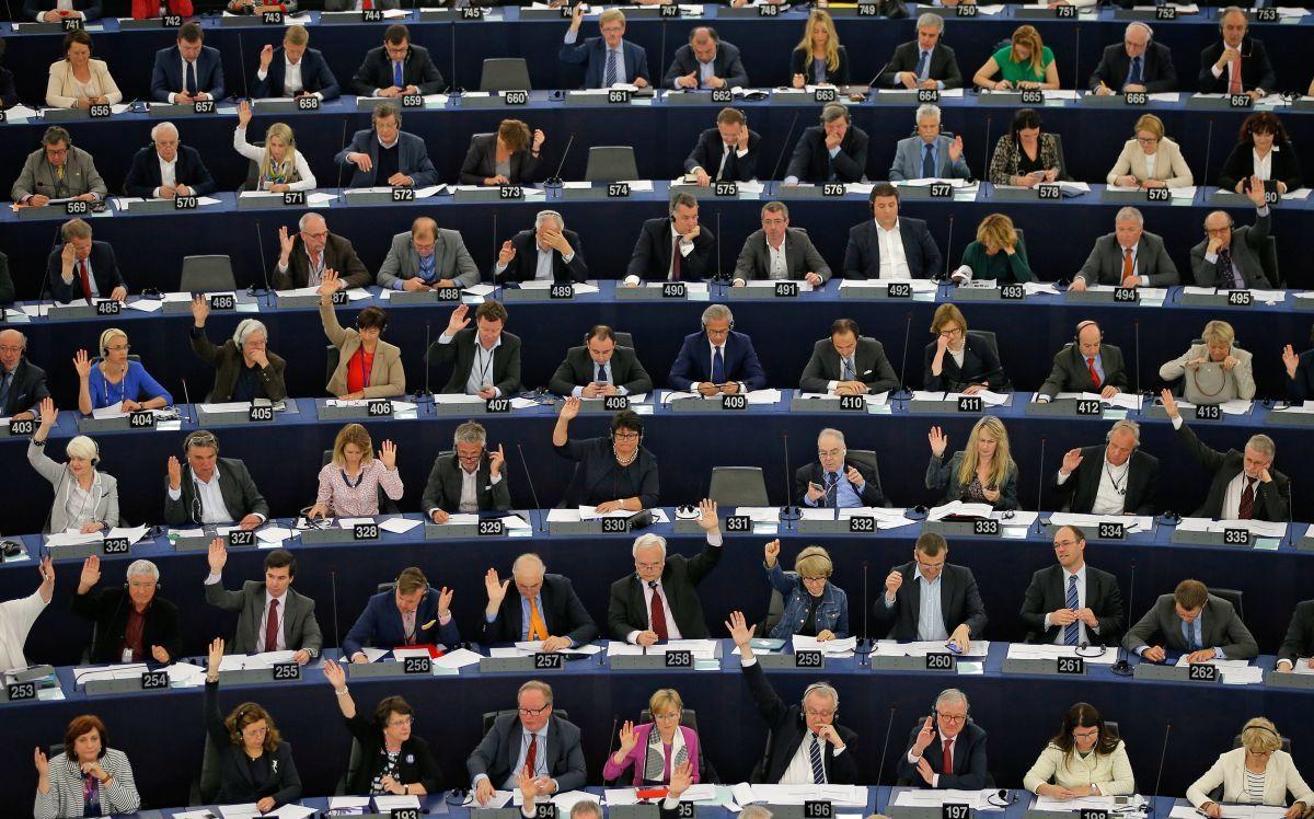 Европарламент одобрил механизм— Приостановка безвиза