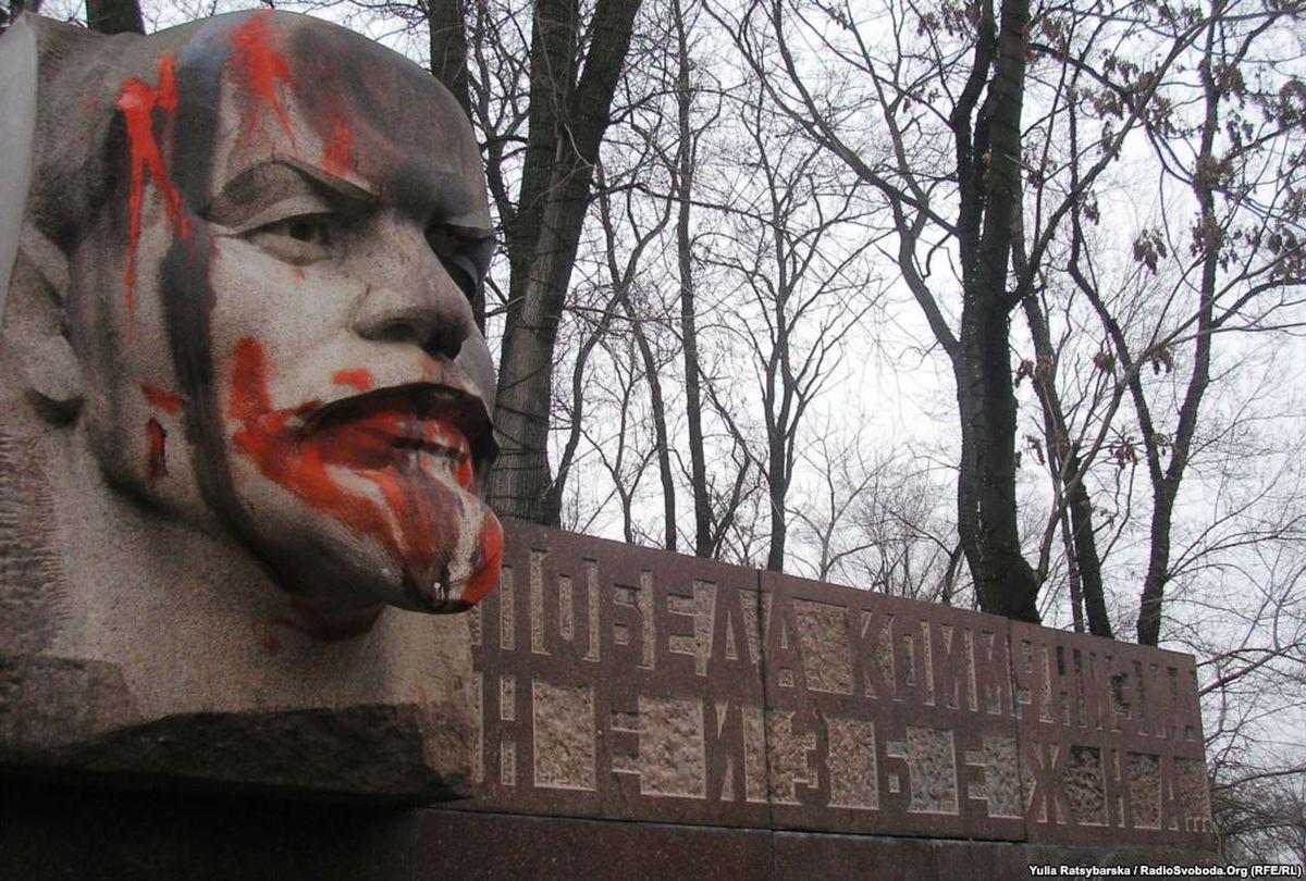 """В Днепре демонтировали стелу """"Победа коммунизма неизбежна"""" - Цензор.НЕТ 4550"""