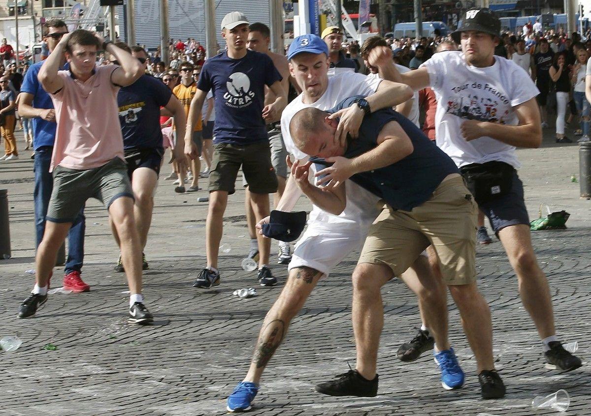 Süddeutsche Zeitung: Российские фанаты бушуют, а министр спорта подает им знаки
