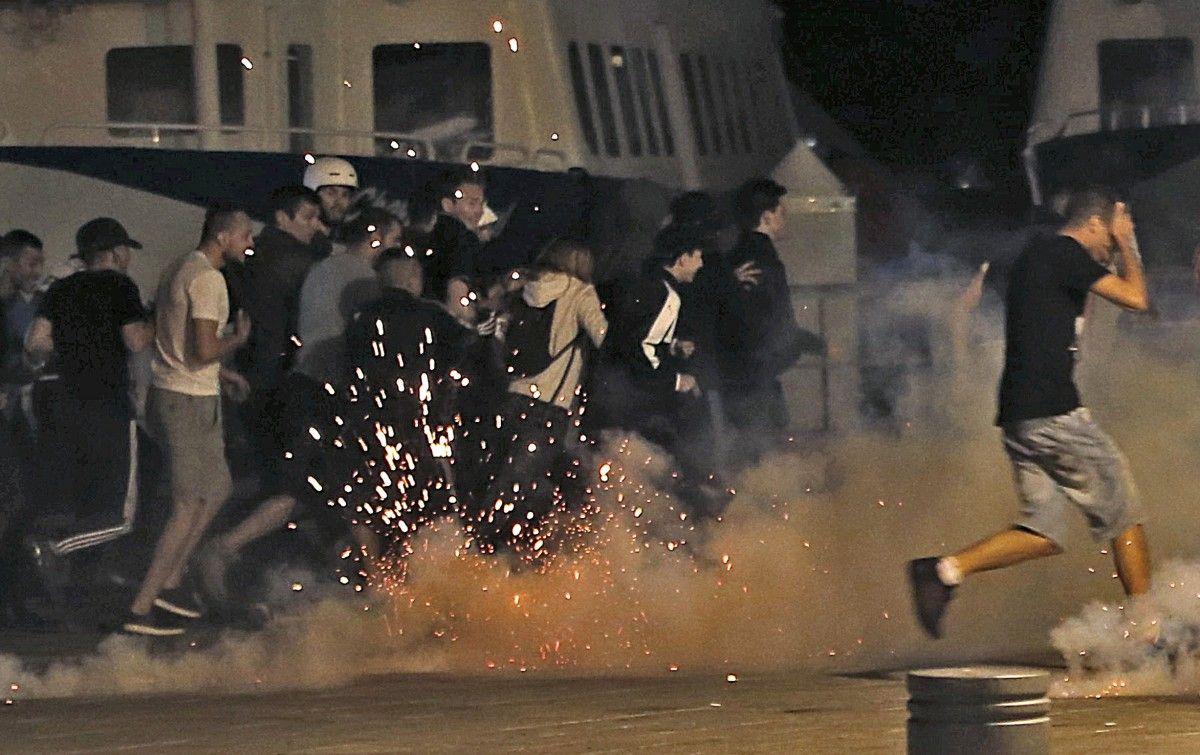 Франция депортирует около 50 болельщиков из России