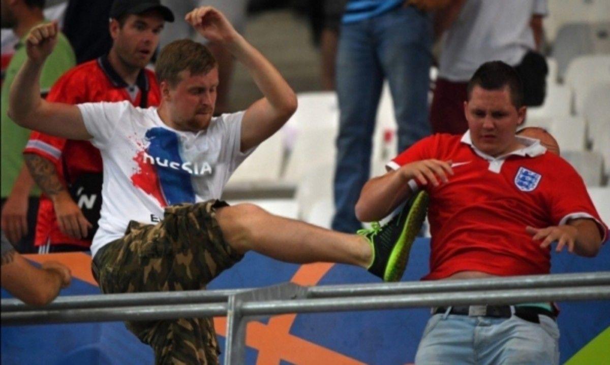 Милиция Лилля пресекла столкновения русских ианглийских фанатов
