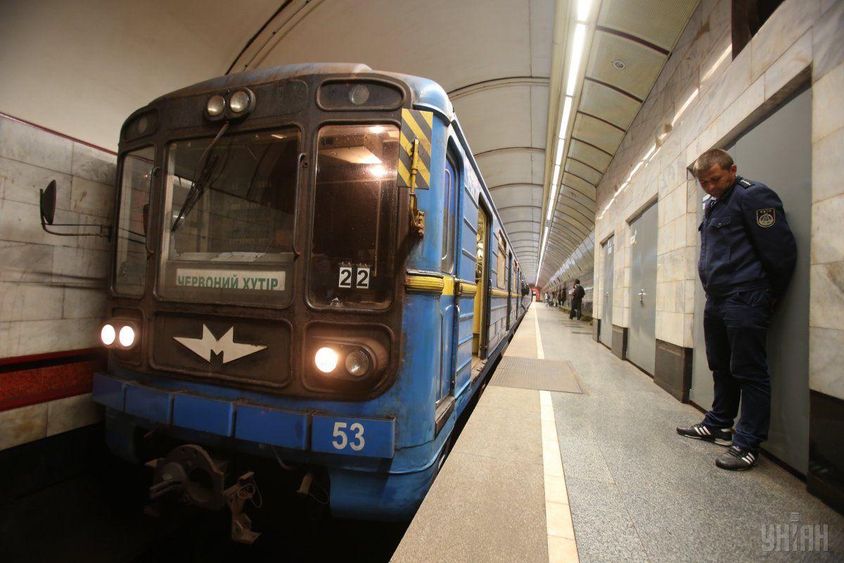 У метро людина впала на рейки / Фото УНІАН