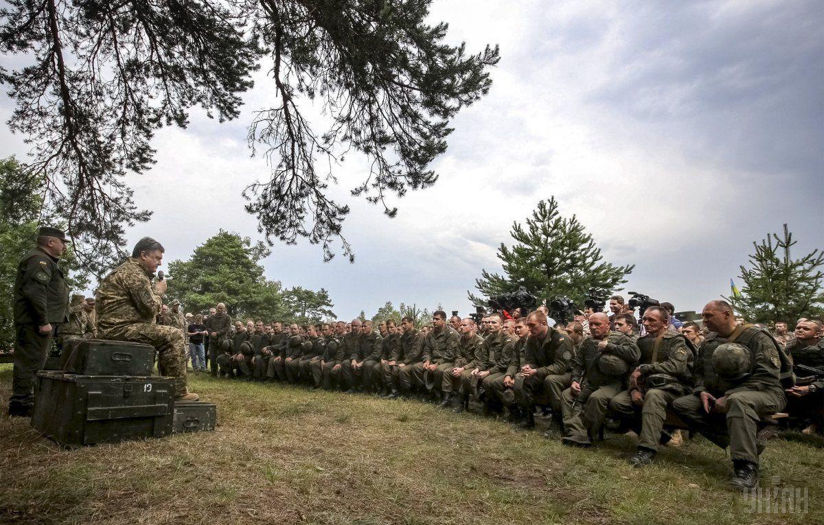 Солдаты делают друг другу минет фото 5 фотография