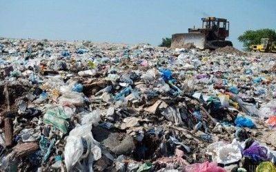 """""""Криві"""" шляхи вирішення """"сміттєвої"""" проблеми в Україні title="""