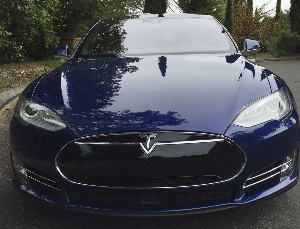 Смертоносный автопилот: вСША начали расследование погибели водителя Tesla