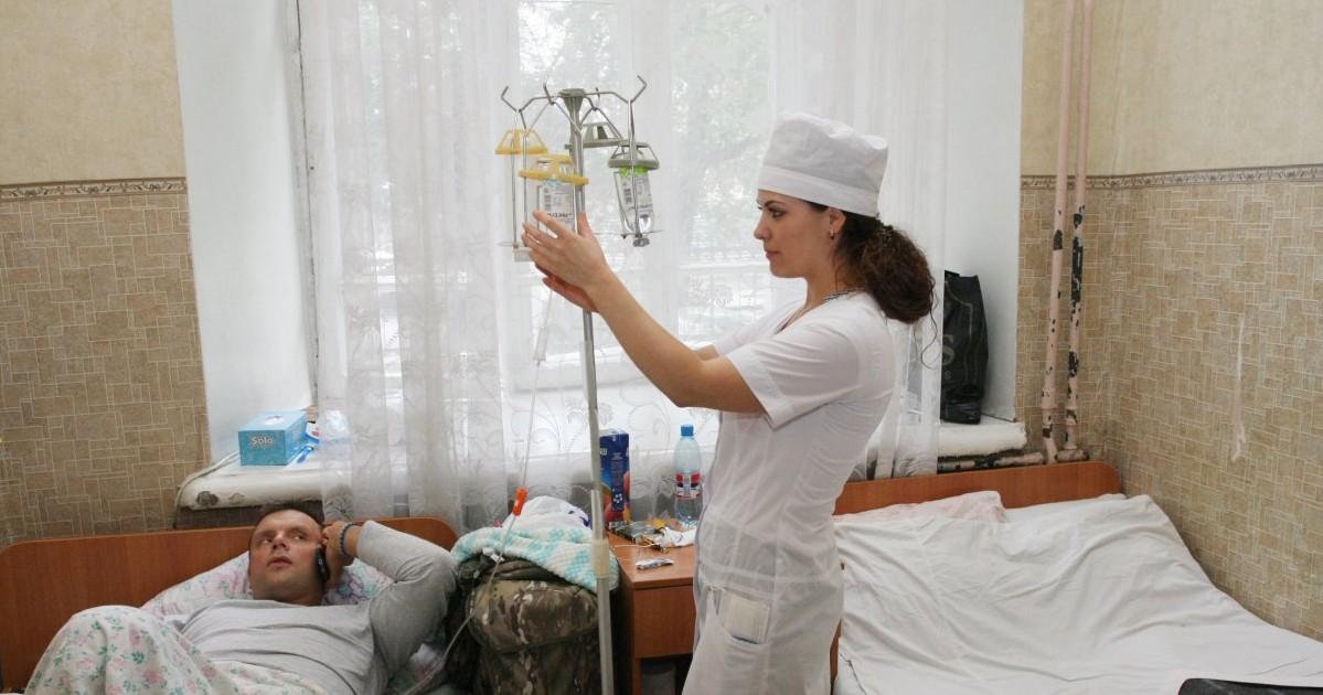 лікарня, крапельниця / Фото: УНІАН