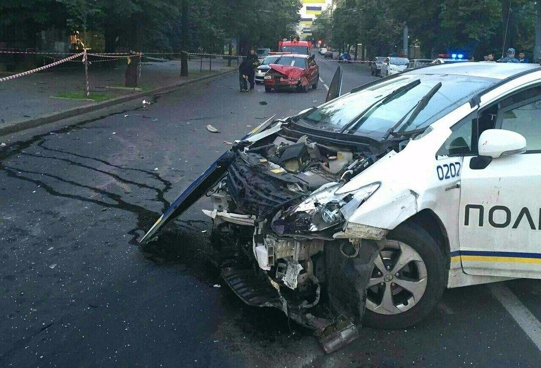 Поліцейське авто спричинило ДТП з 2 загиблими / livekharkov.com