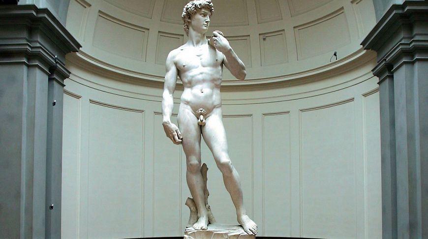 «Одели Давида»: пах статуи вПетербурге прикрыли головным убором