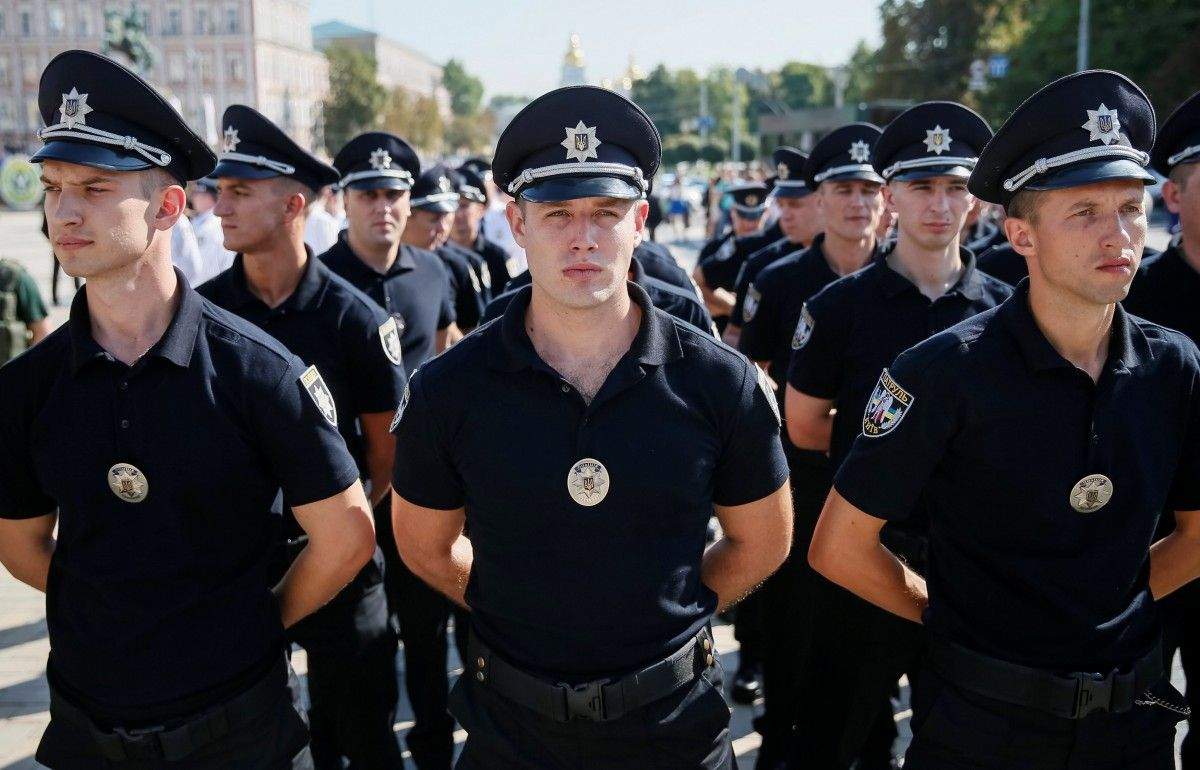 Сотрудники Национальной полиции Украины / Фото REUTERS