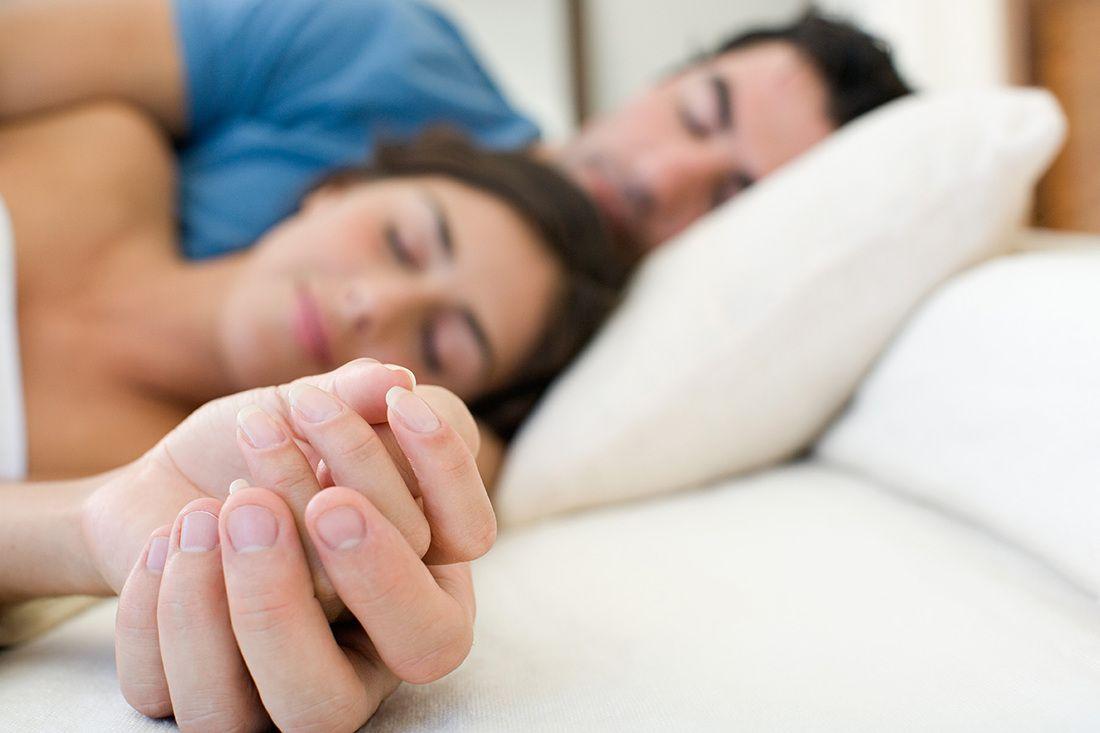 Сон слюбимым человеком помогает побороть  бессонницу— Ученые