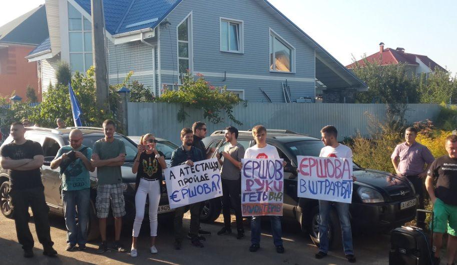 Замість Єршова до активістів приїхали викликані ним поліцейські / Фото twitter.com/Auto_Maidan