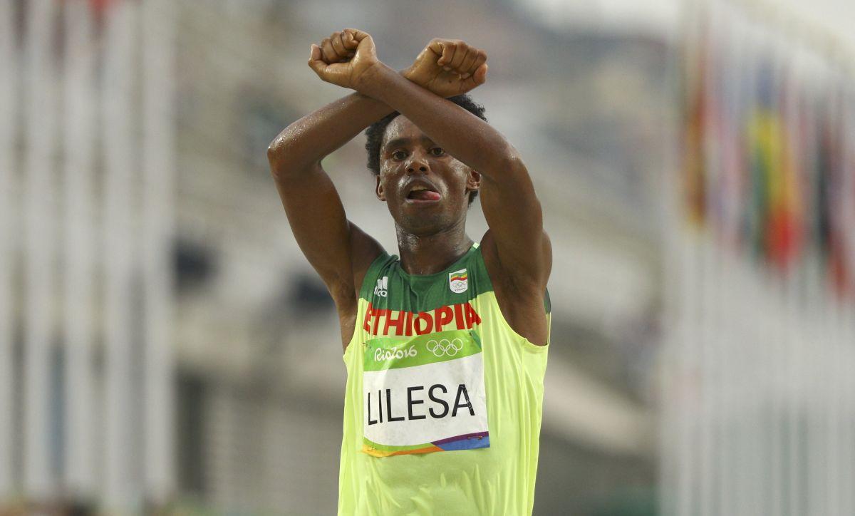 Эфиопец Лилеса боится засвою жизнь после протеста против руководства наОИ