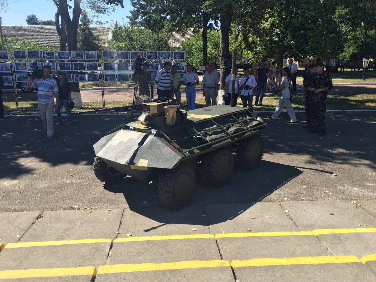 ВУкраинском государстве представили беспилотный мини-бронетранспортер «Фантом»