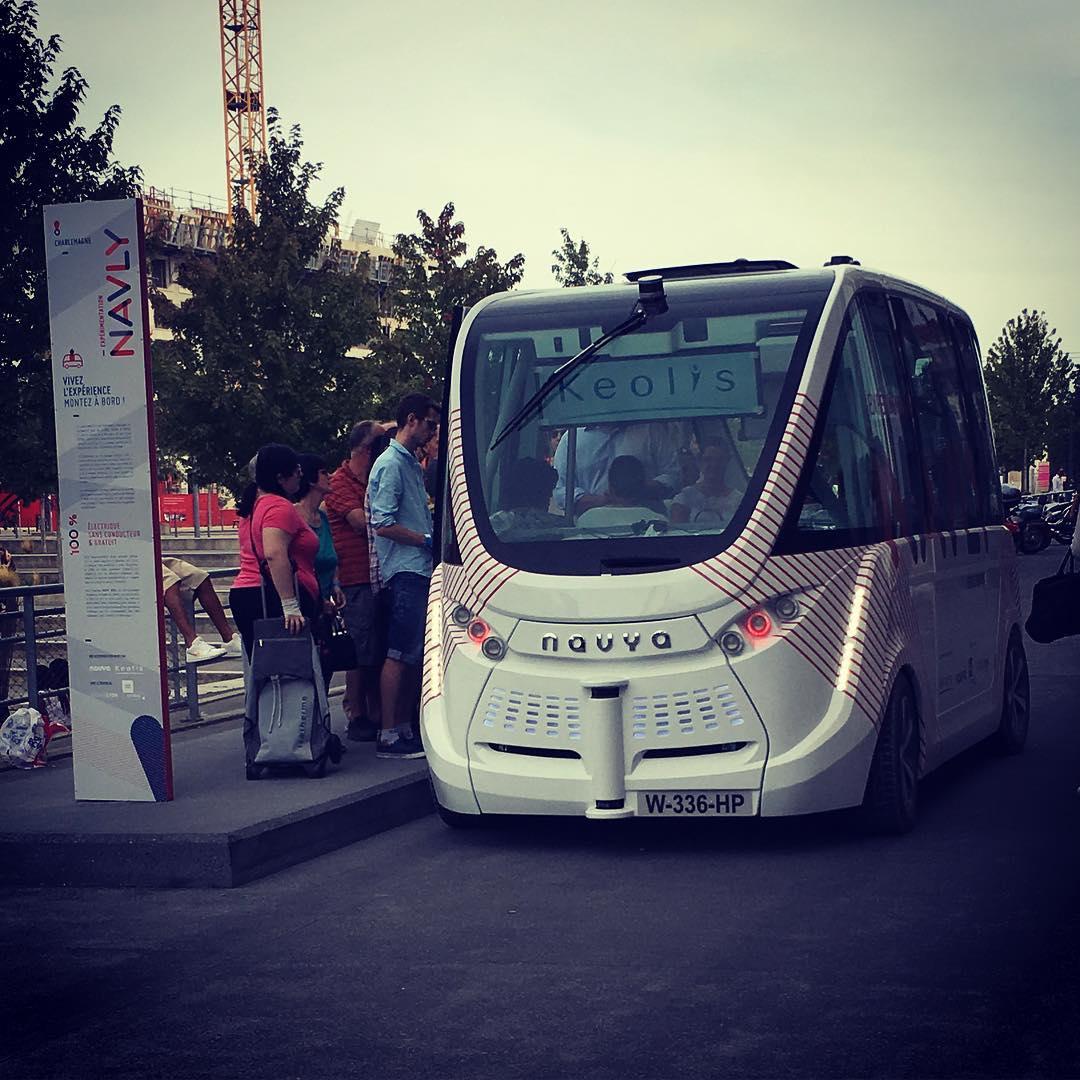автобус-беспилотник / julien2lyon