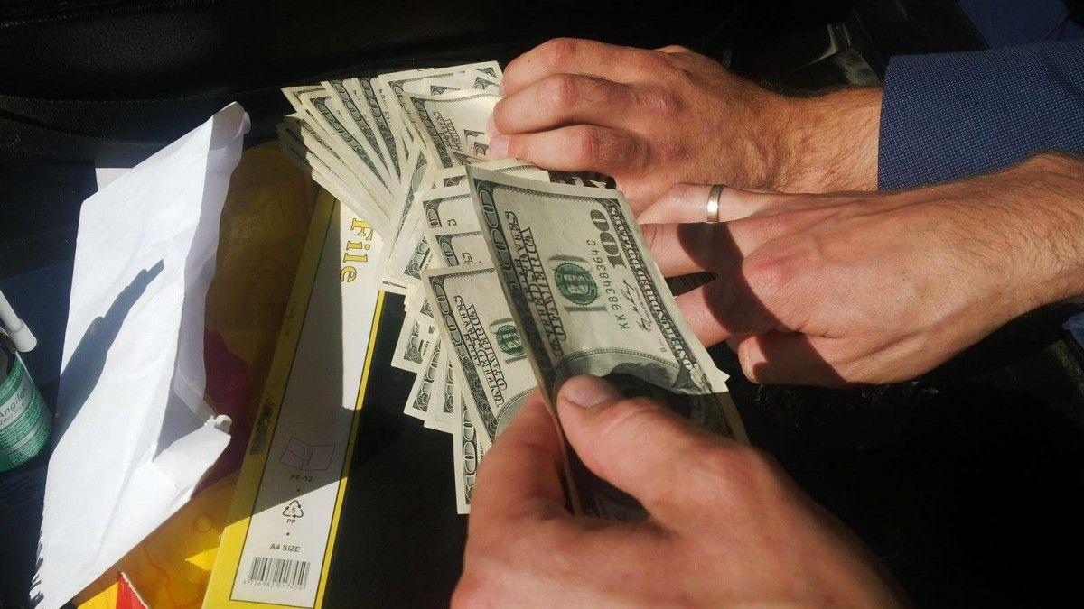 Співробітник СБУ вимагав від підприємця 1 тисячу доларів / gp.gov.ua