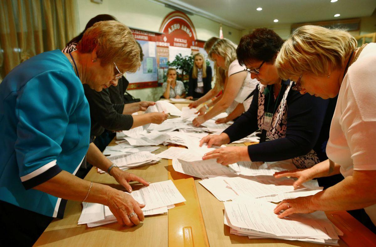 Выборы по-белорусски: ящик сбюллетенями возят наконе
