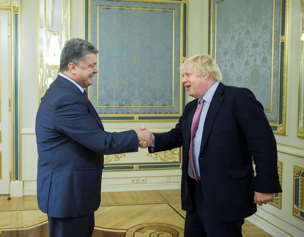 Б.Джонсон: Англия поддерживает целостность Украины