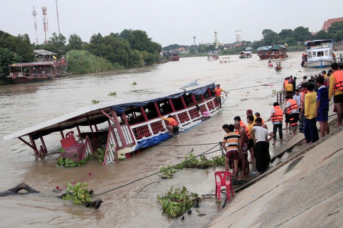 ВТаиланде случилось крушение речного судна, неменее 10 человек погибли