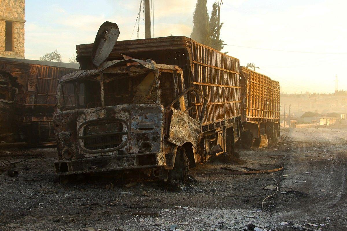 Один из обстрелянных грузовиков / REUTERS