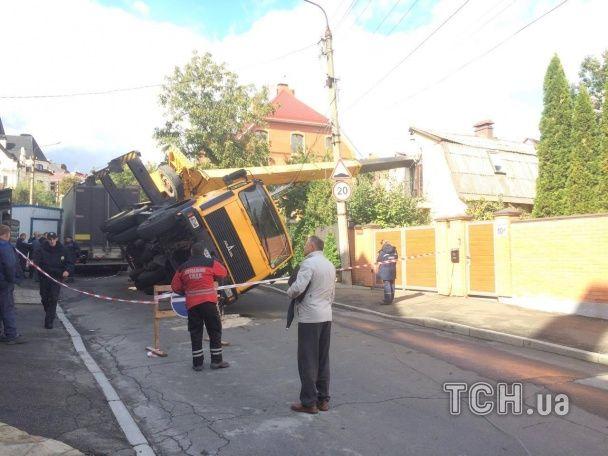 кран упал на дом / Фото ТСН