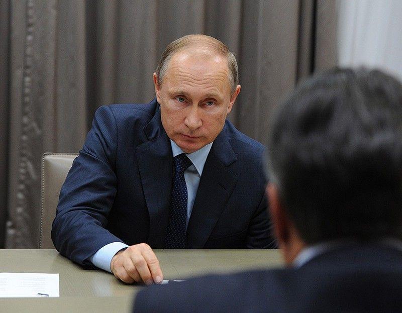 Путин признал войсковые звания контрактников изКрыма