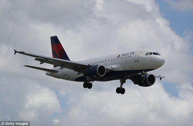 Экстренная посадка самолета— наборту зажегся планшет