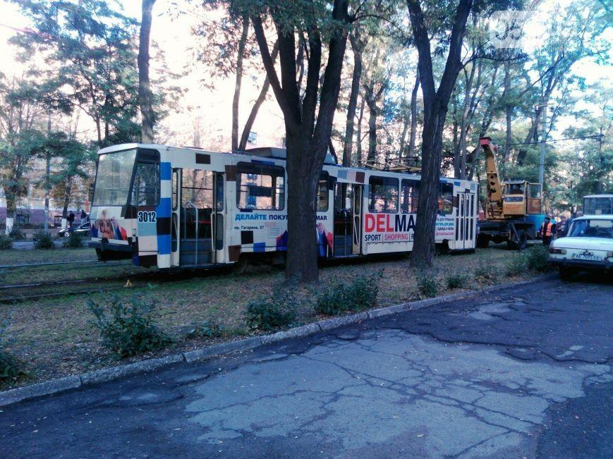 Трамвай сошел с рельсов / 056.ua
