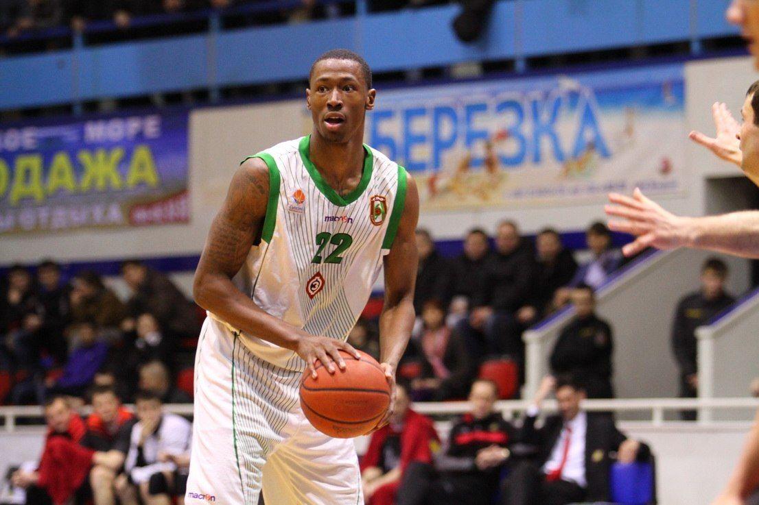 ВСША натренировке скончался 25-летний баскетболист Кэмерон Мур