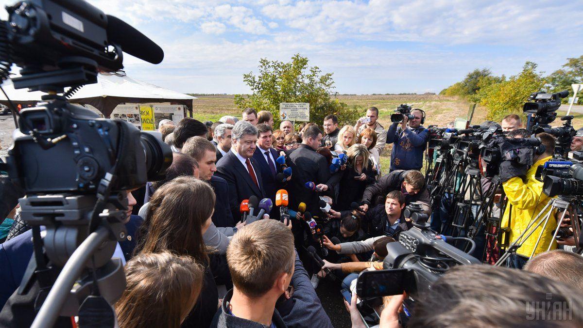 Порошенко проинспектировал участок дороги Одесса-Рени