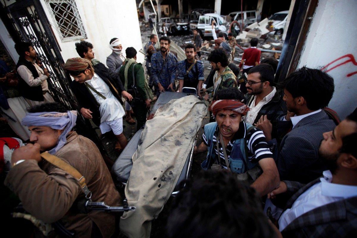 Унаслідок авіаудару пожалобній церемонії в Ємені загинуло 82 людини