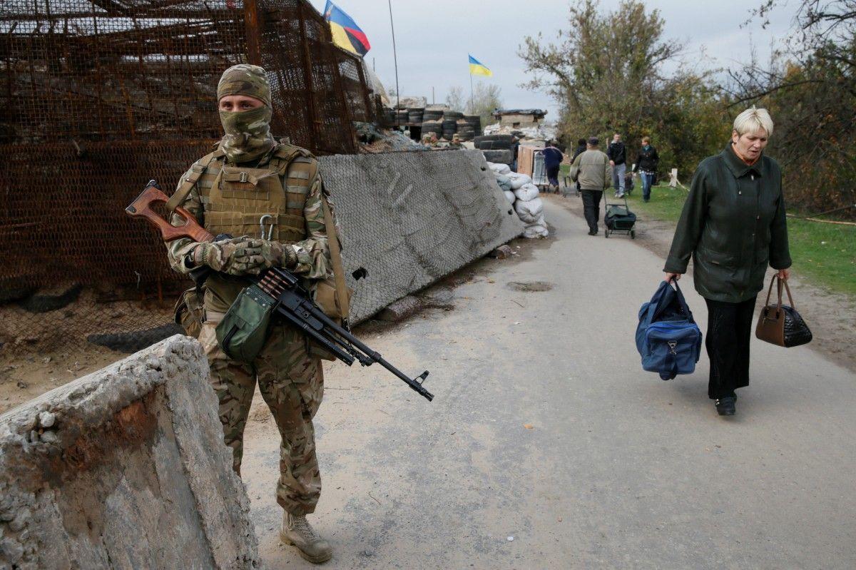 Урезультаті обстрілу КПВВ «Гнутове» постраждали цивільні будівлі